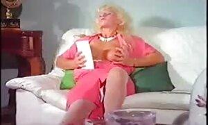 Vanha pillusex rouva, jolla on makea