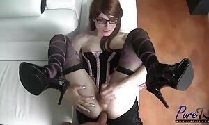 Tyyppi, jonka porno ja seksi tiedosto on verkossa