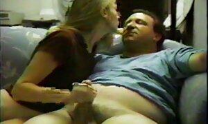 Nuori äiti leikkii aviomiehen huulilla hellä porno