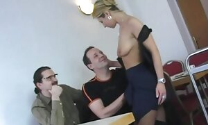 Opettaja esittää nuorta seksiomakuva opiskelijaa