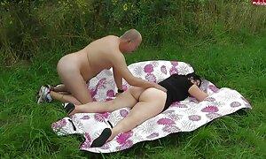 Belgialaispariskunta nudistirannalla sex mummo Venäjällä