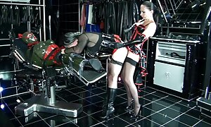 Hardcore, seksileffa Tissit, ei tiedä, huone pukuhuoneessa.