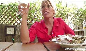 Blondi masturbaation porno video seksi parissa dollarissa.
